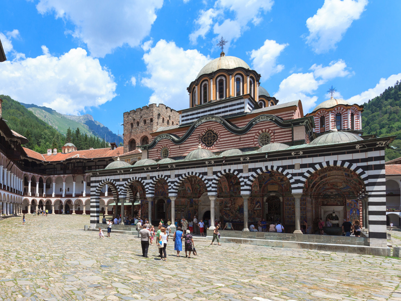 rila monastery courtyard in bulgaria hotelbus reisen gmbh. Black Bedroom Furniture Sets. Home Design Ideas